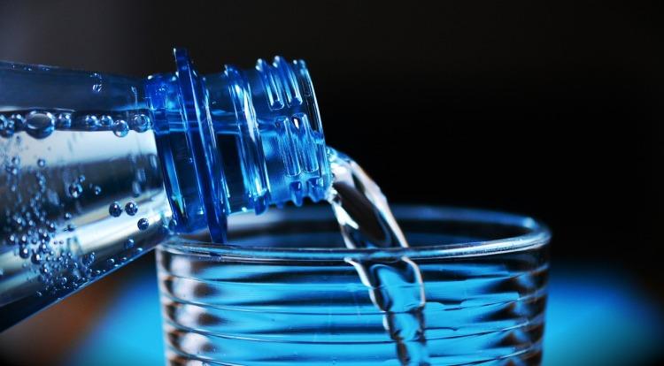 (8) Water bottle